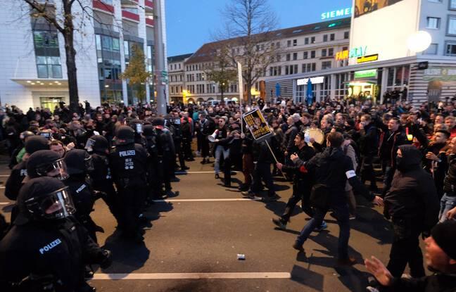 648x415 des manifestants font face a la police a leipzig le 7 novembre 2020