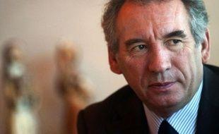 """Le candidat centriste à la présidentielle, François Bayrou, a expliqué dimanche croire peu que le sommet social voulu par le président Sarkozy le 18 janvier aboutisse à des solutions, cette rencontre relevant, selon lui, plutôt de la """"communication""""."""