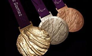 Les trois médailles des jeux paralympiques de Londres 2012.