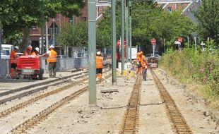 Le chantier de renouvellement des rails du tramway au niveau du pont hydraulique à Tourcoing.