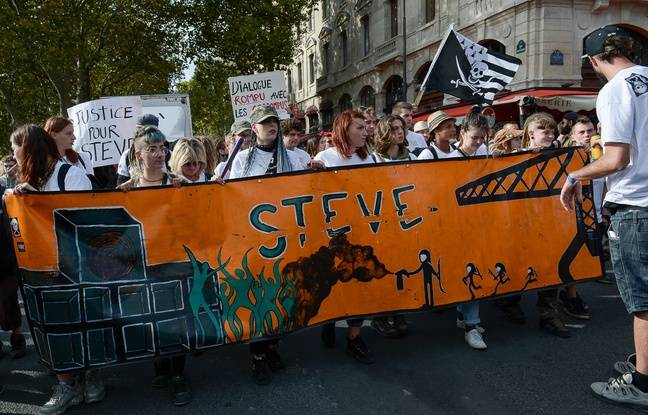 Un défilé en mémoire de Steve lors de la Techno Parade à Paris le 28 septembre 2019.