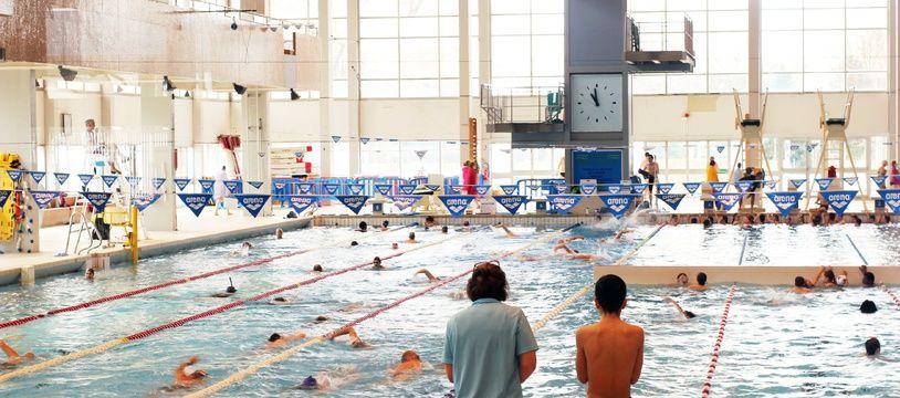Illustration de nageurs dans une piscine municipale, ici à Rennes.