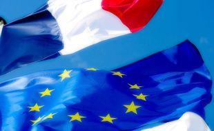 Drapeaux français et européens, illustration.