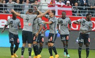 André-Pierre Gignac félicité par ses coéquipiers sur la pelouse de Reims, le 23 septembre 2014.