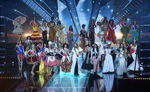 Les candidates à Miss France 2019 dans leurs costumes régionaux, le 15 décembre 2018