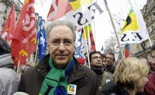 Trois organisations syndicales de la Fonction publique (CGT, FSU, Solidaires) représentant plus de 40% des agents, appellent les fonctionnaires à faire grève et à manifester le mardi 10 juin, pour l'emploi et contre les réductions d'effectifs, ont-elles annoncé jeudi.