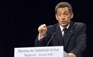 Nicolas Sarkozy a confirmé jeudi en Mayenne qu'une taxation supplémentaire de 1,1% des revenus du capital serait mise en place pour financer le surcoût de la généralisation du Revenu de solidarité active (RSA), qui entrera en vigueur le 1er juillet 2009.