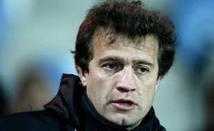 L'entraîneur du Stade Français, Fabien Galthié, a annoncé jeudi à ses joueurs qu'il cesserait d'exercer ses fonctions d'entraîneur à la fin de la saison, a-t-on appris samedi de source proche du club.