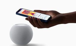 L'enceinte HomePod mini d'Apple vendue 99 euros.