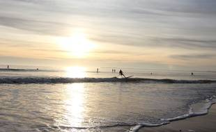Des personnes font du paddle ici à Pornichet, dans la baie de La Baule.