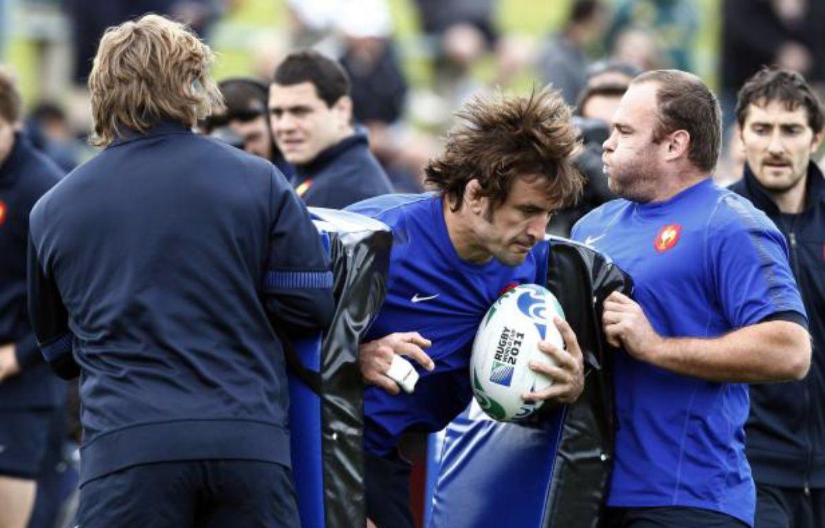 Les joueurs de l'équipe de France dont Julien Pierre (au centre, de face), à l'entraînement, le 27 novembre 2011 à Auckland. – J.Naegelen/REUTERS