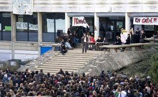 A Rennes-II, la poursuite des blocages a été votée le lundi 20 avril 2009, comme le 2 février dernier (photo ci-contre).