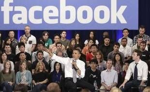 Barack Obama et Mark Zuckerberg, au siège de Facebook, à Palo Alto, le 20 avril 2011.