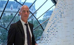 L'architecte suisse Jacques Herzog à côté de la maquette de la future tour Triangle à Paris (15e), qu'il a créé  avec son binôme Pierre de Meuron. (Archives)