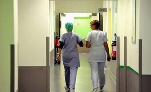 Deux infirmières dans les couloirs d'un hôpital (image d'illustration).