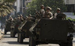Des soldats patrouillent dans les rues de Santiago, la capitale chilienne, le 19 octobre.