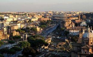 Vue générale sur le Colisée et le forum antique à Rome, le 28 décembre 2011