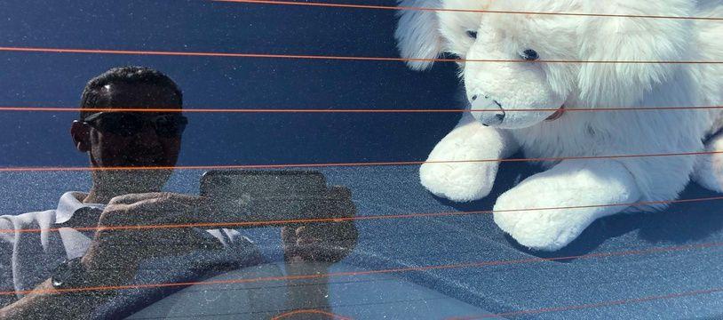 Des policiers de Plérin, dans les Côtes d'Armor, ont été appelés pour porter secours à un chien en peluche.
