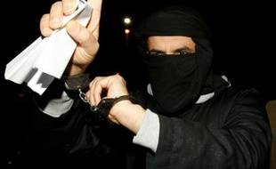 Ali Charaf Damache arrive le 15 mars 2010 au tribunal de Waterford, au sud-est de l'Irlande, où il comparaît sous l'accusation d'avoir participé à un complot visant à assassiner Lars Vilks, l'auteur suédois des caricatures de Mahomet