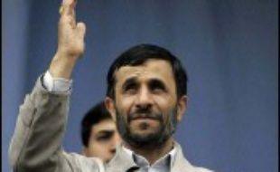 """L'Iran ne se soumettra pas à """"la pression et à l'injustice"""", a déclaré jeudi le président iranien Mahmoud Ahmadinejad, à la veille de l'écheance fixée par le Conseil de sécurité Nations unies pour qu'il suspende son enrichissement d'uranium."""