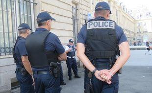 La présence des policiers va être renforcée dans le centre-ville de Rennes, notamment sur la place de la République.