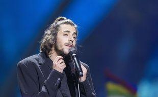 Salvador Sobral lors de l'Eurovision le 13 mai 2017.