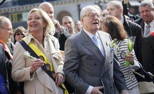 Jean-Marie Le Pen et sa fille Marine lors du défilé du 1er mai du Front national, le samedi 1er mai 2010, à Paris.