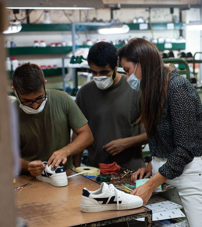 L'atelier de fabrication des baskets est implanté au Portugal.