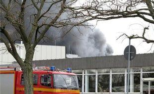 Une cuve a explosé samedi dans une usine chimique de Marl (ouest), faisant un blessé grave et trois disparus, selon les secours.