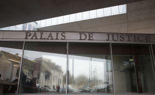 Un ex-CRS a été condamné par le tribunal de Pontoise à un an de prison avec sursis pour détention et diffusion d'images pédopornographiques.