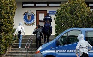 La famille des trois soeurs fauchées vendredi sur l'A7 dans la Drôme a mis en cause lundi la SNCF pour non-assistance à personne en danger, après leur descente contrainte d'un train, faute de billet, dans une gare proche du lieu de l'accident