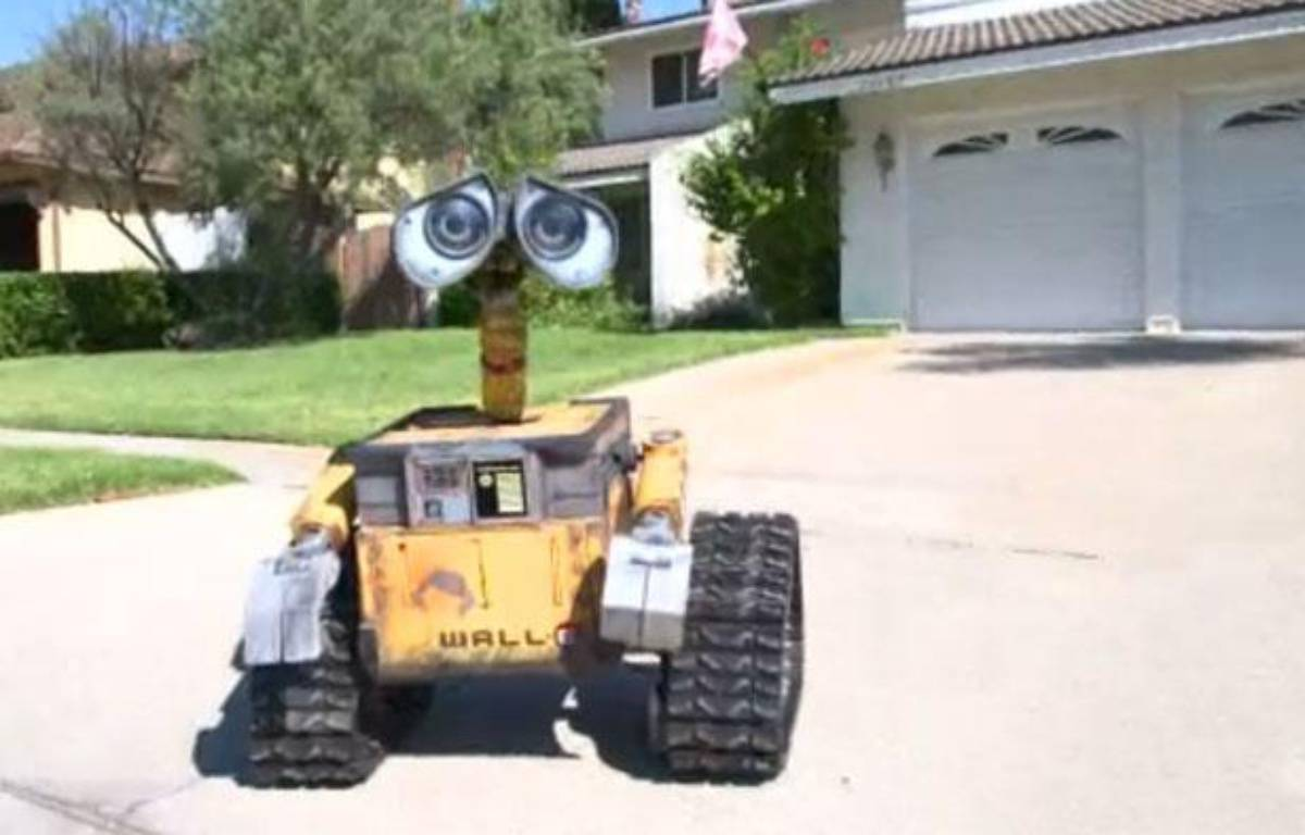 Capture d'écran d'une vidéo montrant un «Wall-E» construit par le californien Mike Senna, en juillet 2012. – 20MINUTES.FR