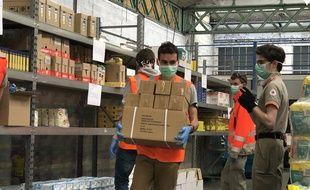 Les bénévoles de la Croix-Rouge s'activent depuis le début du confinement pour confectionner et livrer des colis aux personnes les plus vulnérables.