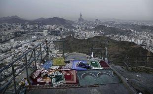Des tapis de prières en haut de la montagne Jabal Noor dans les environs de La Mecque en Arabie Saoudite, le 9 septembre 2016.