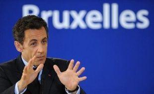 """Le président Nicolas Sarkozy a affirmé qu'il fallait """"mettre en oeuvre sans délai les mesures annoncées"""" contre la crise, et qu'il fallait notamment faire """"davantage"""" en matière de """"réindustrialisation"""", vendredi à Bruxelles."""