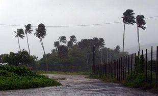Le vent souffle sur Papeete, à Tahiti, alors que le cyclone Oli balaye violemment la Polynésie française, le 4 février 2010.