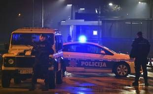 Des policiers sécurisent les abords de l'ambassade américaine à Podgorica, le 22 février 2018.