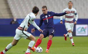 Griezmann face au Portugal au Stade de France.