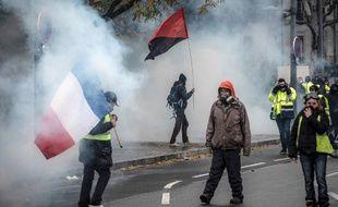 """Lors d'une manifestation des """"gilets jaunes"""" dans le centre de Lyon, ce samedi 8 décembre. Illustration"""
