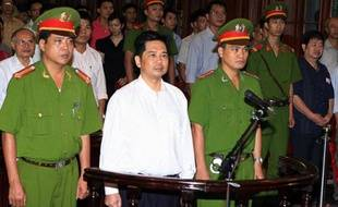 Image délivrée par Vietnam News Agency le 2 août 2011 de Cu Huy Ha Vu lors de son procès, fils d'un compagnon de route du fondateur du Vietnam communiste Ho Chi Minh, avait été condamné en 2011 à sept ans d'emprisonnement pour propagande contre l'Etat
