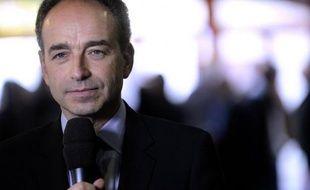 """Jean-François Copé, président de l'UMP, a mis en garde mardi contre un """"numéro de voyeurisme et d'hypocrisie"""" qu'il accuse le pouvoir d'organiser autour du patrimoine des politiques pour, dit-il, occulter l'affaire Cahuzac."""