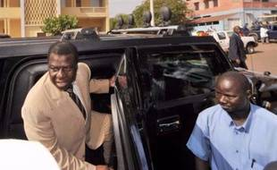 Des militaires ont attaqué dimanche la résidence du président de Guinée Bissau Joao Bernardo Vieira, une semaine après des élections législatives censées apporter la stabilité à ce petit pays d'Afrique de l'ouest, plaque tournante du trafic de cocaïne sud-américaine vers l'Europe.