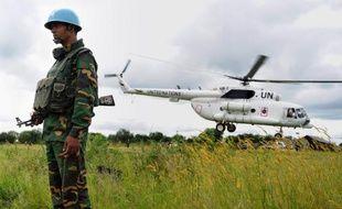 """Une base de l'ONU a été attaquée et trois Casques bleus tués jeudi au Soudan du Sud, un jeune Etat """"au bord du précipice"""" de la guerre civile, selon Barack Obama qui y a déployé 45 soldats."""