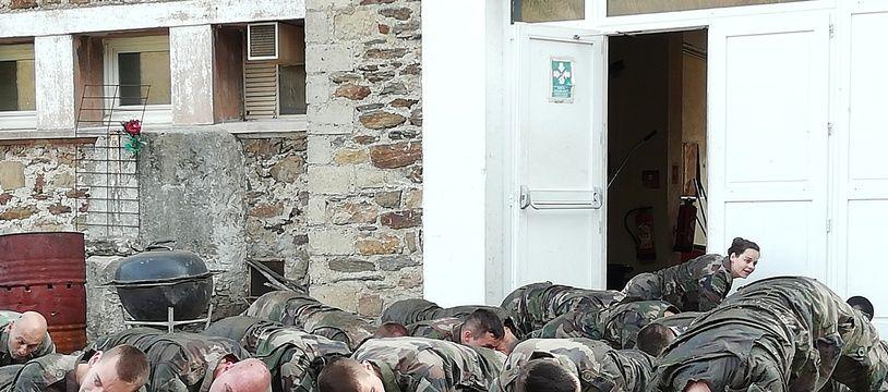 28 réservistes s'entraînent dans l'Ardèche à la Ferme du Juventin.