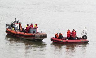 Les secours recherchent une personne disparue dans le Rhin (illustration).