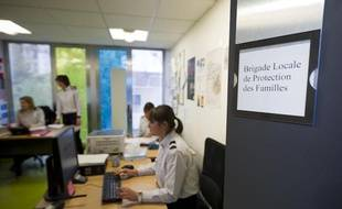 Dans le bureau de la Brigade Locale de Protection des Familles (BLPF) du 20e à Paris, le 25 novembre 2013