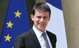 Le Premier Ministre Manuel Valls devant l'Elysée le 16 juillet 2014.