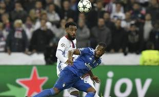 Après avoir affronté Alexandre Lacazette et l'OL le 18 octobre dernier (0-1) en Ligue des champions, Patrice Evra pourrait finir la saison à Lyon.