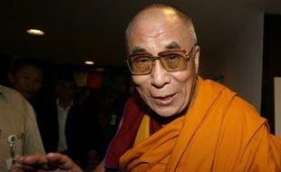 Le dalaï-lama a de nouveau menacé mardi de quitter sa charge de chef spirituel du bouddhisme tibétain si de nouvelles manifestations anti-chinoises violentes se produisaient en Chine ou à l'étranger.