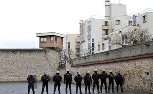 Des membres de l'ERIS lors d'une visite officielle de Christine Taubira et Bernard Cazeneuve à la prison de Fresne le 26 février 2015.